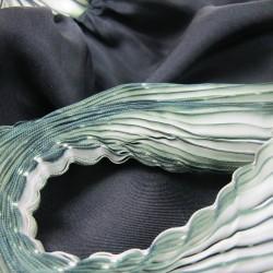 Étole plissenpli maxi bicolore 025 en twill de soie plissé et teint par sophie guyot crétrice de mode à lyon france