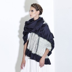 Maxi stole plissenpli 025, pleated silk twill, dyed and made by sophie guyot silks in Lyon France
