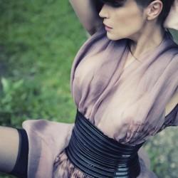 Édito Sébastien Jourdan, robe plissée en organza de soie et décor en shibori