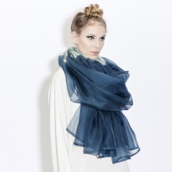 Stole Juliette two-tone in pleated silk organza, dyed and made by sophie guyot silks in Lyon France