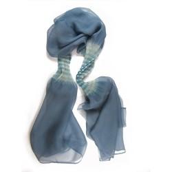 Étole juliette 010 bicolore en organza de soie plissé, teint et fabriqué à Lyon en France par Sophie Guyot Soieries
