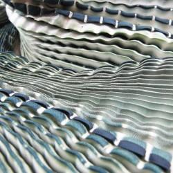 Écharpe coulipli bicolore 023 en twill de soie plissage et teinture artisanale, fait à lyon en France par Sophie Guyot