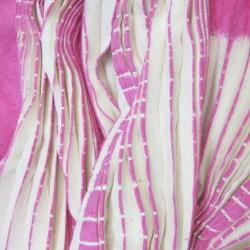 Baobab, longue écharpe en bourrette de soie, plissée au centre, bicolore, fabriquée à lyon par sophie guyot soierie.