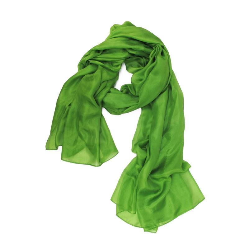 Légende: étole 250 unie vert en toile fine de soie une création sophie guyot soieries, fabriqué à Lyon France