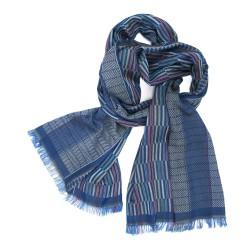 Écharpe double, tissage jacquard, en soie et coton, fabriqué à Lyon, France par sophie guyot soieries, portée.