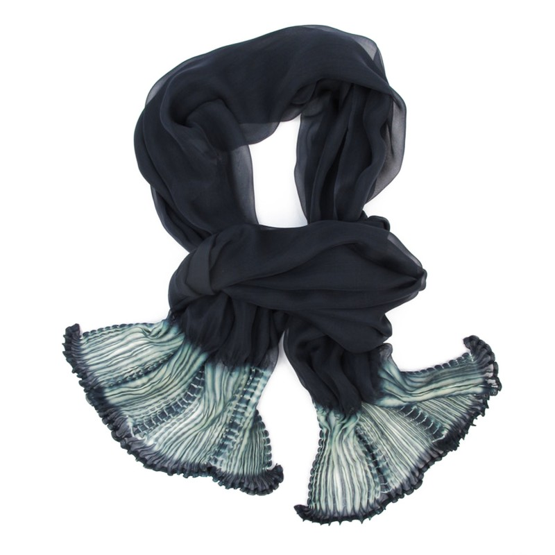 Scarf coplicot, two tones in silk chiffon white and unltra navy, pleated and dyed by sophie guyot soieries in Lyon, France