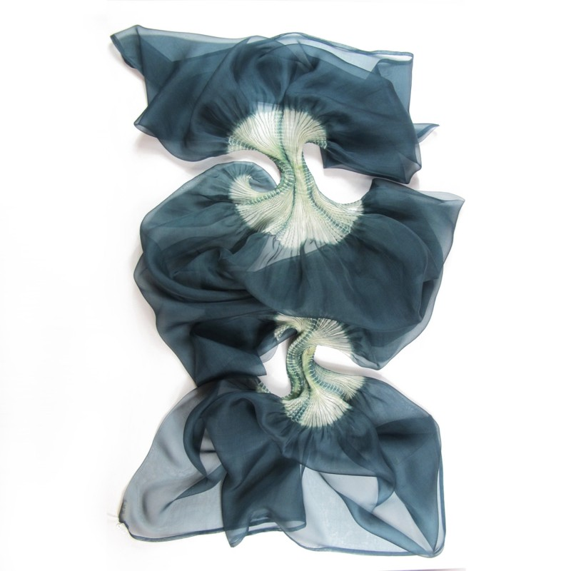 Stole Juliette two-tone 035 in pleated silk organza, dyed and made by sophie guyot silks in Lyon France