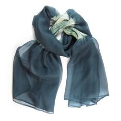 Étole juliette 035 bicolore en organza de soie plissé, teint et fabriqué à Lyon en France par Sophie Guyot Soieries