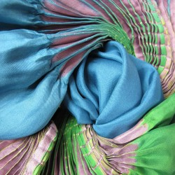 Maxi stole plissenpli, pleated silk twill, dyed and made by sophie guyot silks in Lyon France