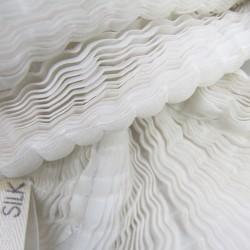 Écharpe courte paplillon bicolore 068 en organza de soie plissé, teint et fabriqué à Lyon en France par Sophie Guyot Soieries