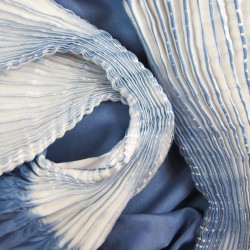 Scarf plissenpli midi, two tones in silk twill, pleated and dyed by sophie guyot soieries in Lyon, France