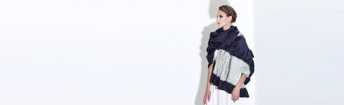 Long and wide silk twill stole, pleated on two sides. Two-tone: ecru in pleats and ultra navy on surface. Needle pleating and dyeing inspired by a shibori technique.