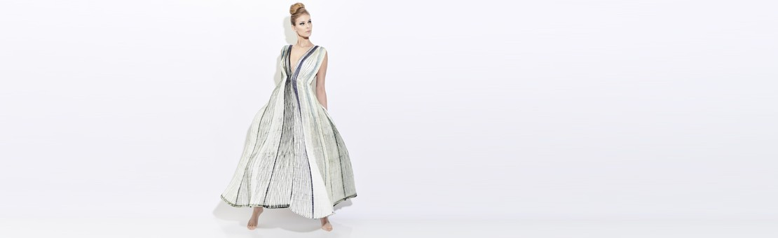 Plicatwill dress in pleated silk twill, two-tone. Needle pleating and shibori Made in Lyon France by Sophie Guyot Silks, art and craft workshop, fashion designer and accessory.